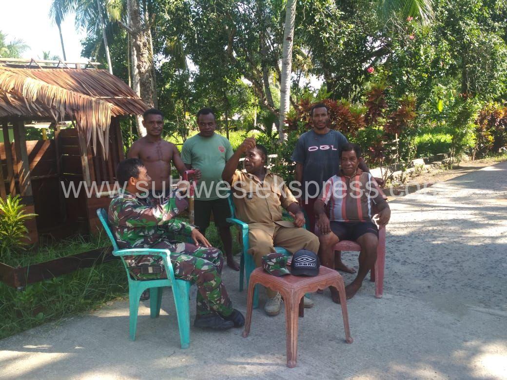 Babinsa Kodim 1802/Sorong mengajak Warga Menjaga Kebersihan Diri Dan Lingkungan