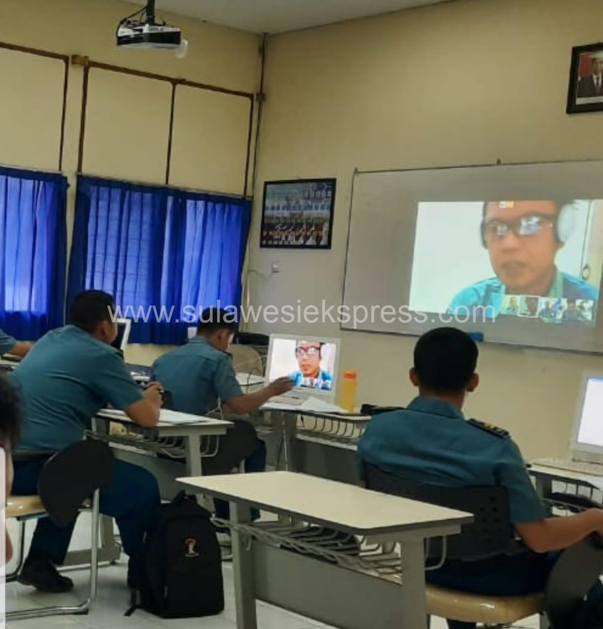 Civitas Akademika STTAL Melaksanakan Social Distancing dalam Apel Pagi dan Perkuliahan Mahasiswa