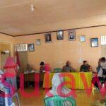 Babinsa Kopda Pridar bersama Kades dan Pendamping PKH Pantau Penyaluran PKH Warga Sengeng Palie